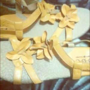 b.o.c sandals size 9 SALE.PRICE